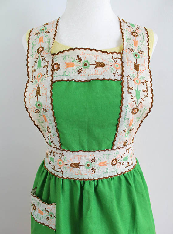 Sweet Green Vintage Apron (offered by floraandthewolf on Etsy)