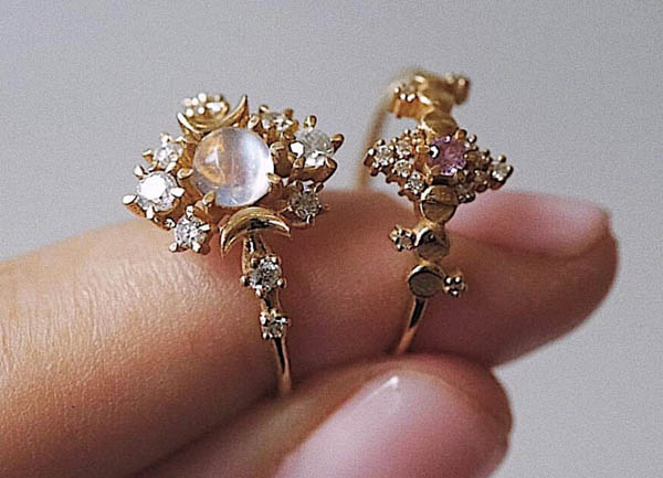 Crescent Moon Rings by @sofia.zakia.
