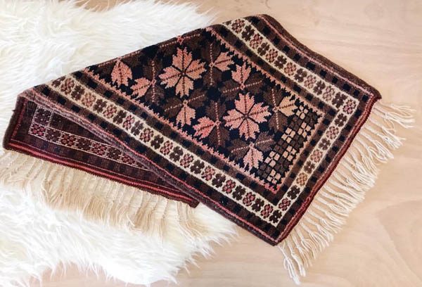 Rug offered by Shop Taprut on Etsy.