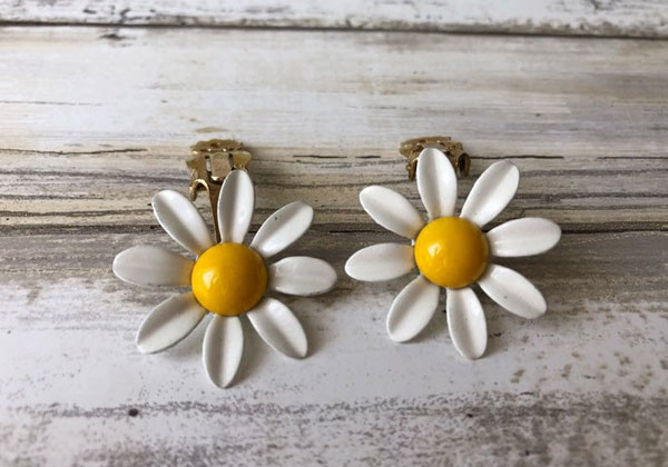 Vintage Daisy Floral Earrings offered by Swanky Lady Vintage on Etsy